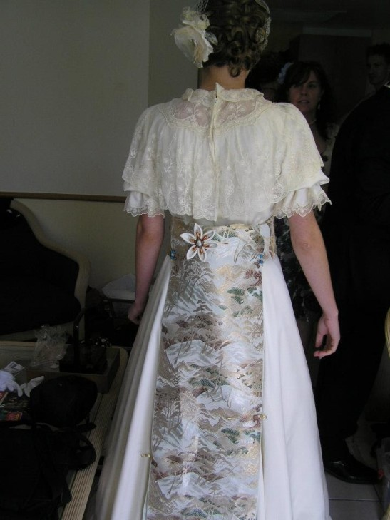 A mixture of styles: A Japanese obi added to my mother's dress gives an original style.